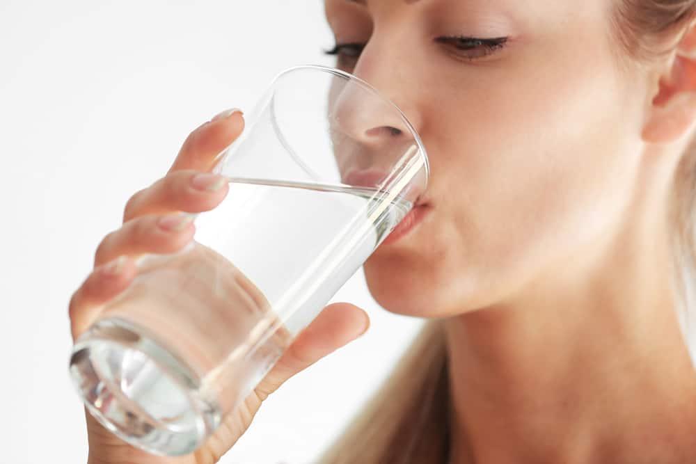 用于治疗天然尿路感染的水药